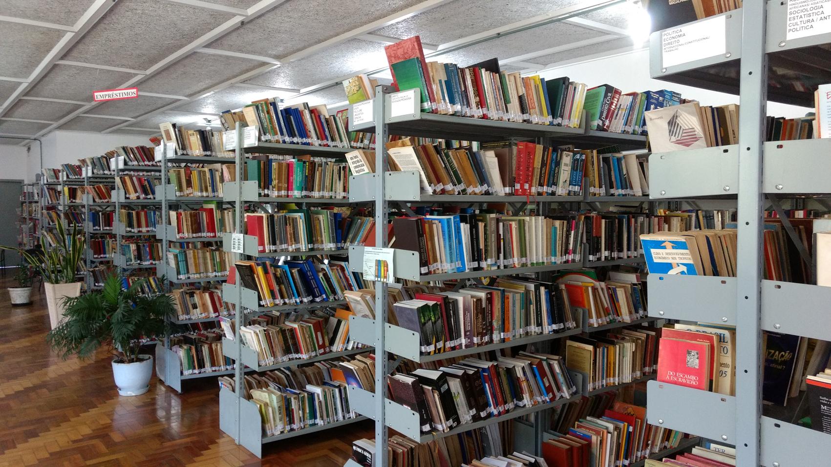 Com mais de 20 mil obras, Biblioteca Pública de Estrela pode ser  aproveitada nas férias