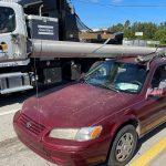 doug-hatley-tentou-fugir-com-um-poste-roubado-amarrado-no-teto-do-carro-na-florida-1605716954610_v2_450x450
