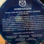 Dr. Johnson leu a dedicatória durante a cerimonia (Foto: Gabriela Hautrive)