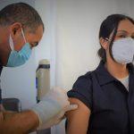 Vacinação seguiu com demais profissionais do Posto de Saúde localizado no Centro de Arroio do Meio (Foto: Gabriela Hautrive)
