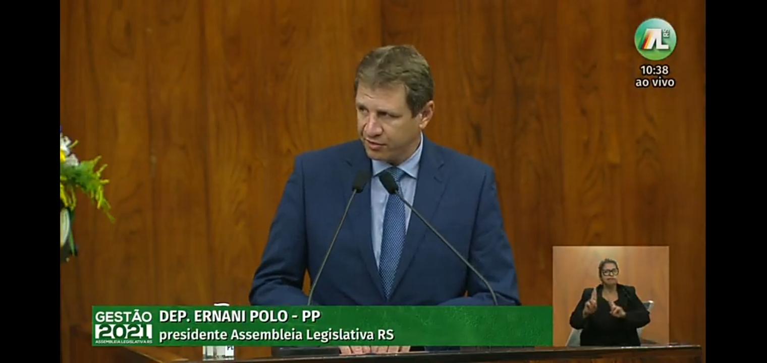 Ernani Polo (PP), atual presidente, fez seu discurso de despedida na tribuna (Foto: Reprodução/ TV Assembleia)