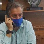 Edson Brum em entrevista por telefone à Rádio Independente (Foto: Divulgação)