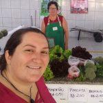 Catia Alexandra Facioni e sua mãe, Loreci Facioni, na Feira do Produtor Rural, em Estrela (Foto: Facebook / Divulgação)