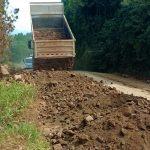 Prefeitura trabalho com máquinas para melhorias com fechamento de buracos nesta sexta-feira (Foto: Gabriela Hautrive)