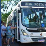 Por conta dos atrasos, foi registrada pequenas aglomerações nas paradas de ônibus (Foto: Gabriela Hautrive)