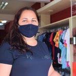 Proprietária de uma loja de vestuário, Deise Bohm voltou ao trabalho (Foto: Gabriela Hautrive)