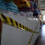 STR Supermercados isolou várias prateleiras com uma lona (Foto: Caroline Silva)