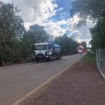 Passagem de caminhões pode comprometer vida útil do asfalto (Foto: Caroline Silva)