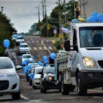 A carreata iniciou por volta das 9h, em frente à sede da entidade, com carros decorados com balões e cartazes (Foto: Gabriela Hautrive)