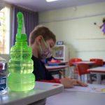 Além de máscaras, alunos utilizam álcool em gel e outros cuidados com higiene (Foto: Gabriela Hautrive)