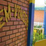 Letreiro deseja boas vindas aos estudantes na Leo Joas (Foto: Gabriela Hautrive)