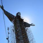 Cristo Protetor ganhou cabeça e braços nesta terça-feira (Foto: Caroline Silva)