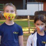 Estudantes da 4ª série, Lara Klan, de 9 anos, e Cecília Viana, de 8 anos(Foto: Caroline Silva)