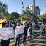 Cerca de 200 pessoas se manifestam contra Bolsonaro em Lajeado (Foto: Ricardo Sander)