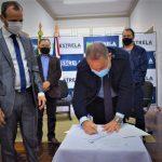 Assinatura foi realizado pelo prefeito Elmar Schneider e representantes da empresa e do Governo do Estado (Foto: Gabriela Hautrive)