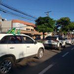 Maioria dos veículos estava identificada com as cores e bandeiras do Brasil (Foto: Ricardo Sander)
