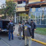 Oito pessoas foram presas, sendo dois em flagrante por tráfico de drogas e posse ilegal de arma de fogo (Foto: Draco / Divulgação)