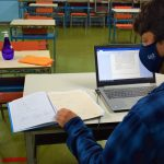 Desde março de 2020 salas de aulas estão vazias com atividades sendo realizadas a distância (Foto: Gabriela Hautrive)