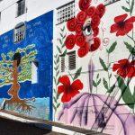 Prédio da antiga Polar foi pintado por artistas locais trabalho chamado de Painéis da Escadaria (Foto: Rodrigo Angeli / Prefeitura de Estrela)