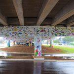 Pintura está presente em toda extensão do viaduto (Foto: Gabriela Hautrive)