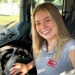 Recentemente a profissional foi até o Chuí conduzindo o caminhão sozinha (Foto: Arquivo Pessoal)