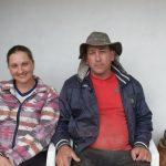 Rosana Scharb e Marco Kerber são produtores de suínos e ficam apreensivos quando ocorrem temporais (Foto: Caroline Silva)