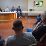 Autoridades se reuniram na prefeitura de Arroio do Meio para assistir ao anúncio (Foto: Caroline Silva)