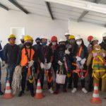 Adolescentes recebem aula de construção civil ministrada por arquitetos e engenheiros (Foto: Divulgação)