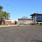 Indústria do ramo farmacêutico está situada às margens da ERS-128 (Foto: Caroline Silva)