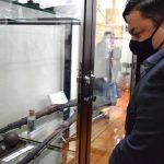 Leonardo Maricato visitou o museu localizado na Casa de Cultura de Lajeado (Foto: Gabriela Hautrive)