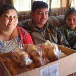 Sirlei e os filhos, Agnaldo César de Lima e sua irmã de 11 anos (Foto: Gabriela Hautrive)