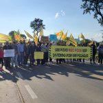 Cerca de 120 pessoas participaram da manifestação (Foto: Ricardo Sander)