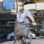 Carlos Killing, de 56 anos, vai ao trabalho de bicicleta todos os dias (Foto: Gabriela Hautrive)