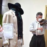 Execução do Hino Rio-Grandense com violino, em apresentação do médico veterinário, Antonio Carlos Trierweiler (Foto: Gabriela Hautrive)