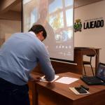 Prefeito Marcelo Caumo assinou o termo de colaboração entre a empresa e a prefeitura (Foto: Caroline Silva)