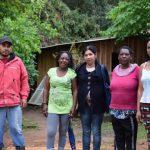 Moradores do morro da Pedreira vivem em situação de risco (Foto: Caroline Silva)