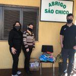 Entrega dos alimentos no Abrigo São Chico