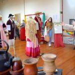 O responsável pela criação das vestimentas disse que objetivo do trabalho é contar a história do gaúcho através da sua indumentária (Foto: Gabriela Hautrive)
