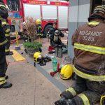 Trabalhos de combate às chamas, rescaldo e vistorias duraram cerca de 30h (Foto: Corpo de Bombeiros de Lajeado / Divulgação)