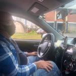 Adão Bender é motorista de aplicativo há três anos em Lajeado (Foto: Caroline Silva)