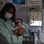 Franciele da Luz Cabral, mãe de Moises William da Luz dos Santos, que nasceu pesando 600 gramas (Foto: Caroline Silva)