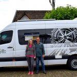 Veículo adaptado e transformado em motorhome será a casa e o meio de transporte do casal (Foto: Gabriela Hautrive)