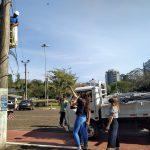 Na manhã desta quinta-feira, município iniciou a colocação de elementos aramados na Rua Santos Filho (Foto: Artur Dullius)