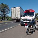 Mulher cai da moto e fica ferida na BR-386, em Lajeado