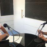 Apresentador Renato Worm conversa com o médio e secretário de Saúde de Lajeado, Cláudio Klein, na Rádio do Vale (Foto: Luan dos Santos)